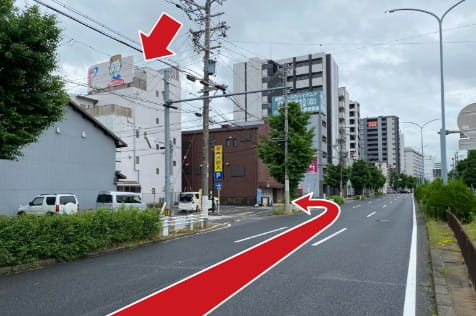 セブンイレブンを越えるとすぐに左手に質屋鈴木名古屋駅西店があります。
