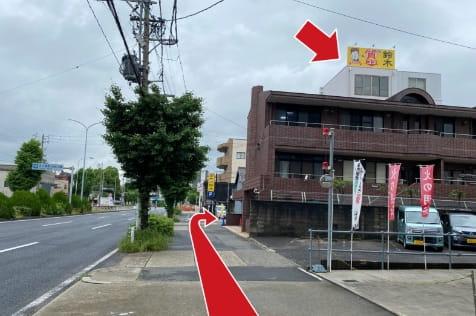 環状線沿いを北に100mほど歩くと質屋鈴木名古屋駅西店が右手に見えます。